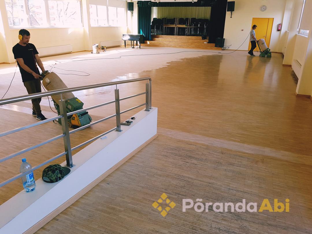 Aula ja spordisaalide puitpõrandate tolmuvaba lihvimine